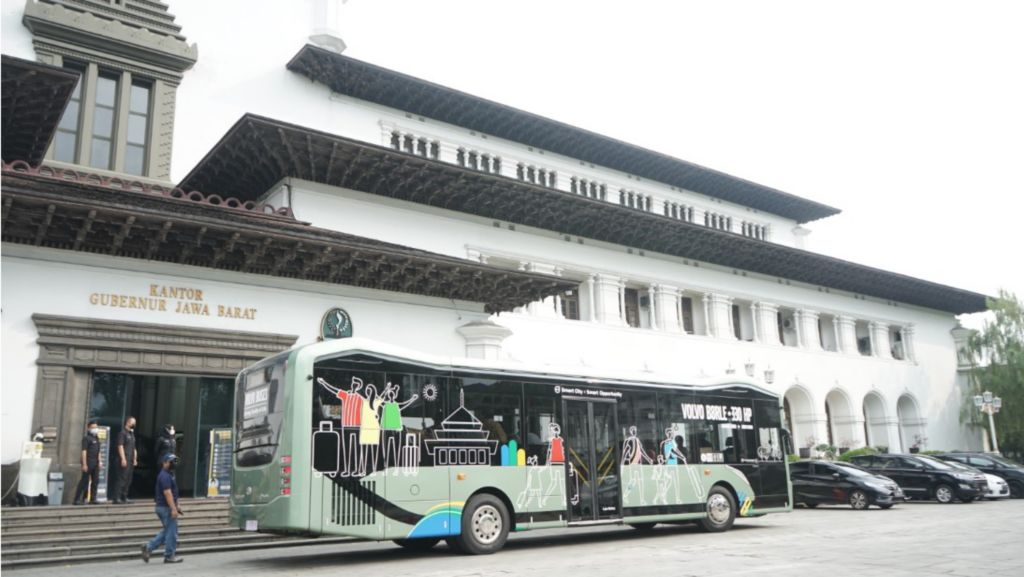Volvo Buses brings the Volvo B8R low entry bus to Bandung, west Java Indonesia