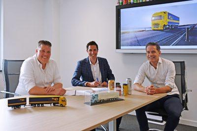 Van links naar rechts: Martijn Vos (Directeur Cargo Service Europe - CSE), Roeland Ruygt (Verkoopdirecteur Volvo Trucks Nederland) en Bas van Heertum (Commercieel Directeur Bas Truck Center).