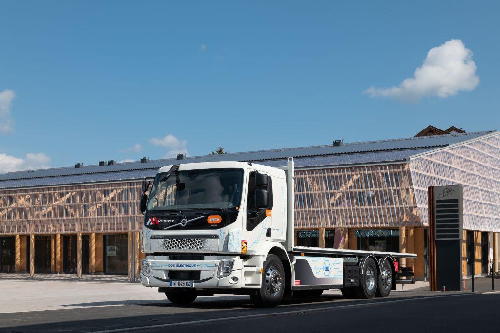 Volvo Trucks France livre un Volvo FE électrique au Groupe Mauffrey.