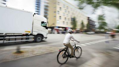 Ciclista en el tránsito