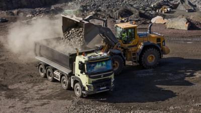 Volvo FMX tandem axle lift loader truck