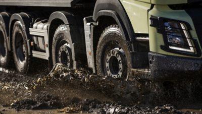 Volvo FMX tandem axle lift wheels mud puddle