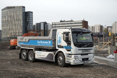 The absence of exhaust fumes and engine noise contributes to a better working environment and the drivers, who have already driven electric trucks for a while, are very satisfied. Photographer: Espen Braata.