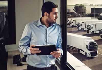 Uanset om du kører din egen lastvogn eller styrer en hel flåde af lastvogne, kan du effektivisere vigtige dele af dine forretningsaktiviteter på måder, der aldrig har været mulige før nu. Samlet på ét sted. Med ét login og én visning. Volvo Connect er den nye brugerflade til dine digitale tjenester.