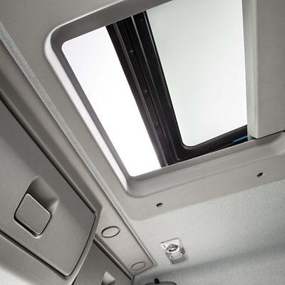 Volvo FE fülkebelső tetőablak