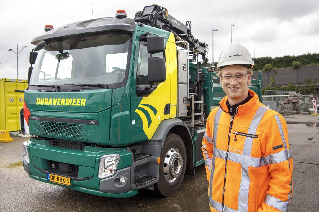 """Vrijbloed Transport over de Volvo FE Electric: """"De truck blijft in de stad, rijdt weinig kilometers en doet z'n werk als ieder ander, alleen veel stiller en zonder emissies"""""""