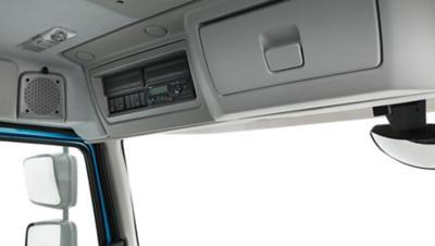 Volvo FE mit zwei Staufächern über der Windschutzscheibe