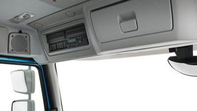 Volvo FE med två förvaringsfack ovanför vindrutan