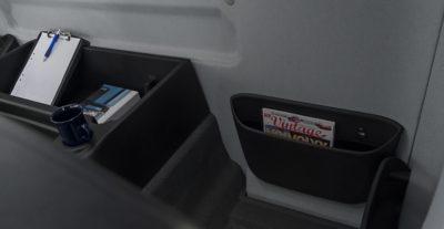 Jede Menge Stauraum im Fahrerhaus des Volvo FE