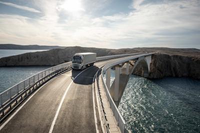 Se nærmere på de funktioner, der gør Volvo FH klar til dine udfordringer.