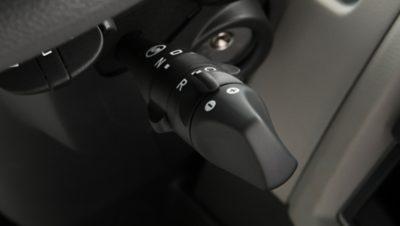 使用撥桿選擇自動或手動模式