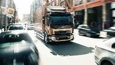 El Volvo FL le lleva por calles estrechas en ciudad sin ningún problema