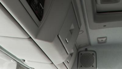 Volvo FL ja kaksi säilytystilaa tuulilasin yläpuolella