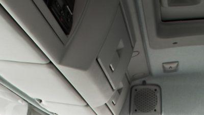 Volvo FL met twee opbergruimten boven de voorruit