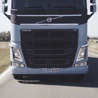 Volvo FH LNG körs på LNG och en liten andel dieselbränsle.