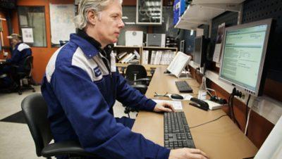 Técnico de Volvo, en el escritorio de tu oficina