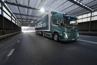DFDS sera l'un des premiers à exploiter un Volvo FM Electric dans le trafic commercial. Le camion livrera des pièces à l'usine de camions Volvo à Göteborg.