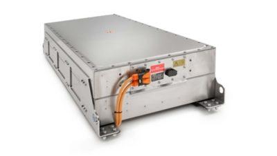 A capacidade da bateria é personalizada de acordo com a utilização de cada camião e tem uma vida útil estimada de 8 a 10 anos.