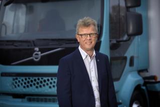 Roger Alm, President Volvo Trucks, tillsammans med Jessica Sandström, SVP Global Product Management.Bild. Magnus Gotander,Bilduppdraget.Press picture , free to use. By AB Volvo