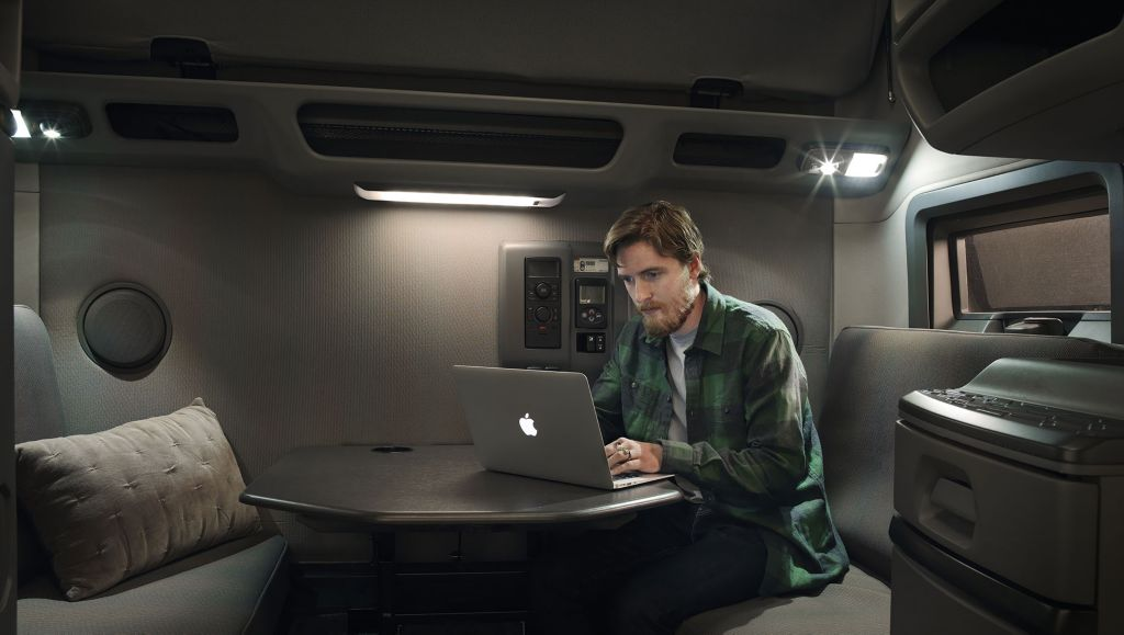 Volvo Trucks North America announced today that Volvo Financial Services (VFS) is working with leading insurtech company REIN to pilot an integrated insurance offering that provides customers with an easier, more competitive insurance experience online.