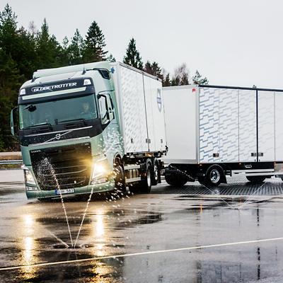 Функция торможения отдельных тормозных механизмов Volvo Trucks для стабилизации автопоезда